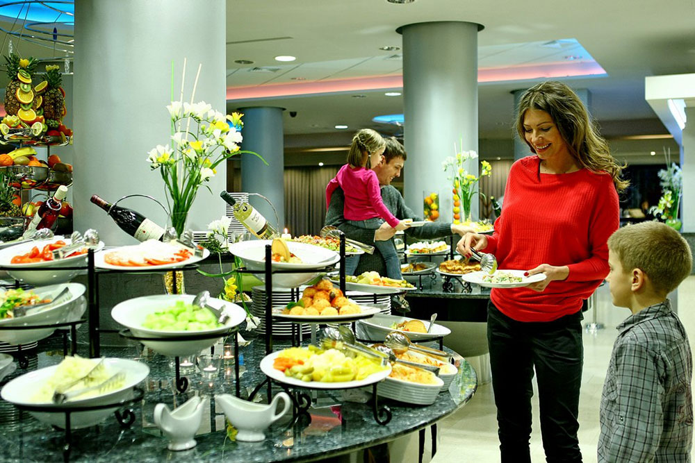 Catering service in hotel Mona